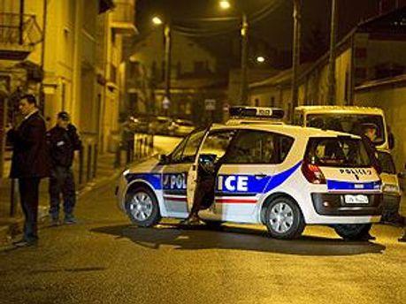 Поліція протягом цілої ночі тримала в облозі будинок
