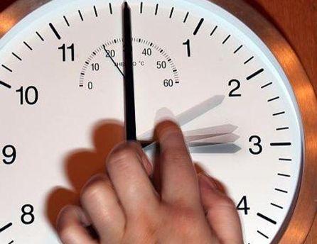 Потрібно перевести годинник на 1 годину вперед