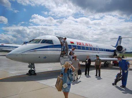 Авіапасажири не можуть вилетіти через відсутність дозволів на польоти