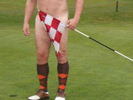Голий гравець у гольф