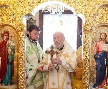 Митрополит Владимир во время богослужения