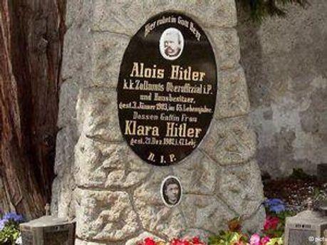 Могила родителей Адольфа Гитлера