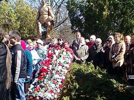 Фотография с похорон Оксаны Макар