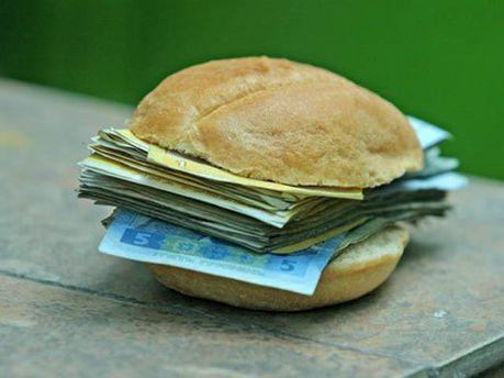 Янукович обещает повысить стипендию