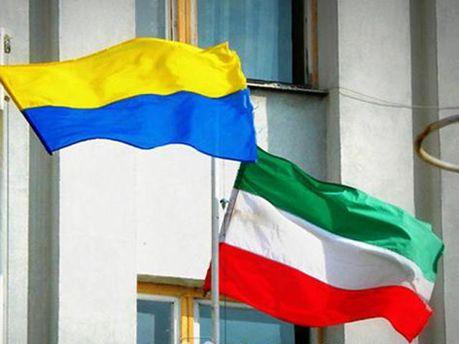 Прапори України й Угорщини