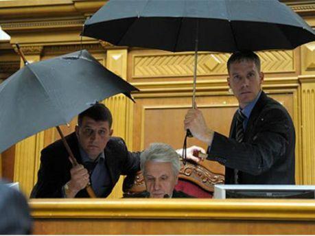 Литвин пропонує заборонити приносити сторонні речі у сесійну залу (Фото)