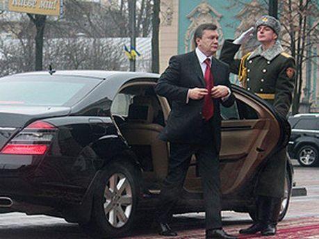 Віктор Янукович і автомобіль