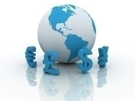 Долар без змін, євро і рубль подорожчали
