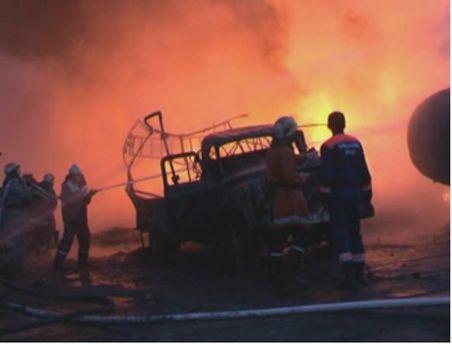На Днепропетровщине горел склад с шинами (Фото)