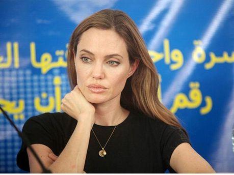 Анджелина Джоли пообщалась с сирийскими беженцами