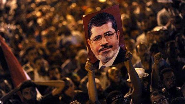 Портрет Мурси во время протестов