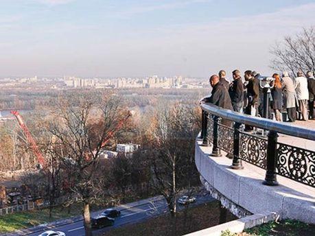 Оглядовий майданчик у Маріїнському парку