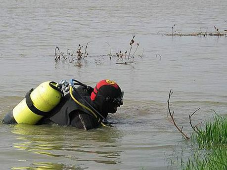 Спасатели достали тело мужчины