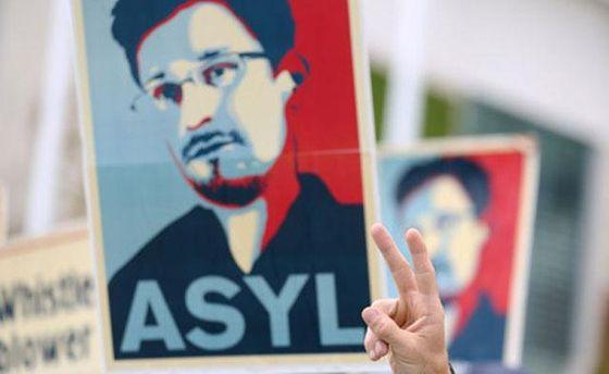 Плакат з зображенням Сноудена