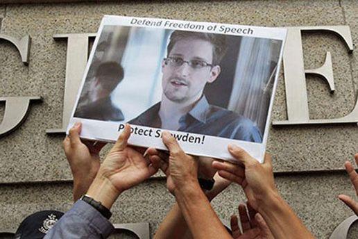 Плакат с Сноуденом