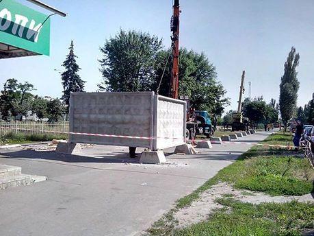 Загороженный сквер на Серафимовича