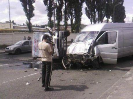 В Киеве столкнулись сразу четыре автомобиля (Фото. Видео)