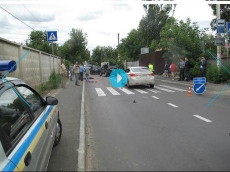 """В Киеве """"Mercedes"""" насмерть сбил 9-летнего мальчика"""
