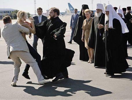 Нападение FEMENистки на Кирилла