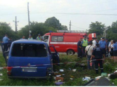 В Черновцах автомобиль столкнулся с поездом. Один человек погиб