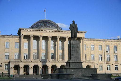 Памятник Сталину в городе Гори до его демонтажа