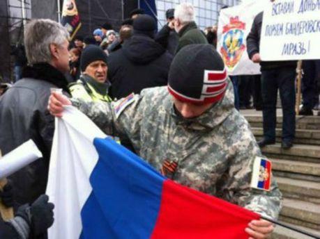 В Мариуполе пророссийские активисты штурмовали прокуратуру