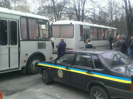 Сепаратисты напали на автобусы милиции