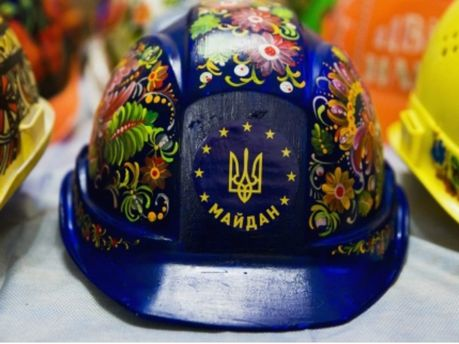Каска с Майдана