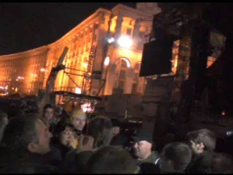 Под сценой на Майдане
