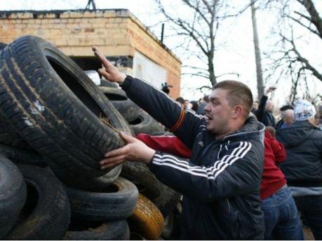Невідомі намагалися розібрати барикади сепаратистів  у Краматорську, — ЗМІ