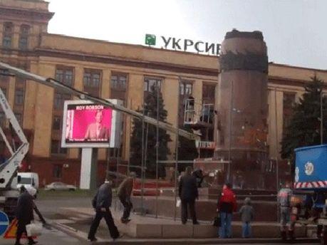 П'єдестал в центрі Дніпропетровська