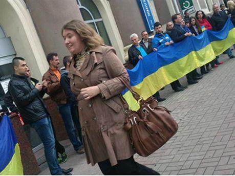 Поддержали украинский флаг