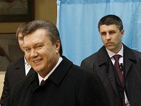 Віктор Янукович і охоронці