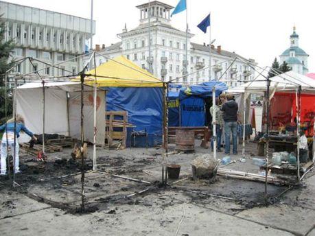 В центре Сум горели агитационные палатки (Фото)