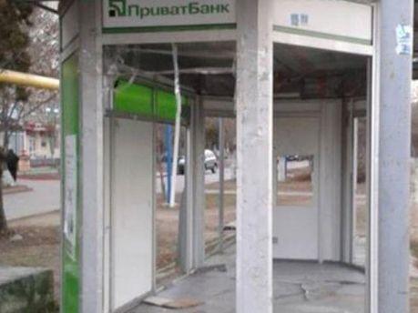 Розтрощене відділення банку