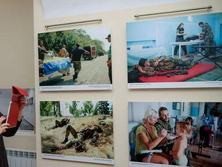 """Виставка  """"Донбас – війна і мир"""""""