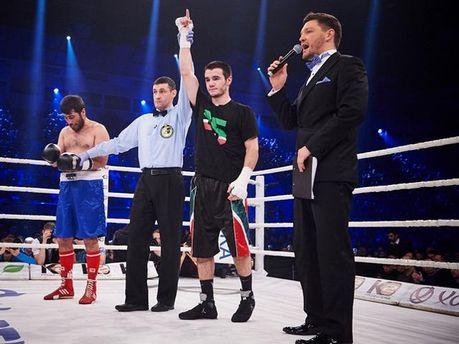 Хусейн Байсангуров (в чорній футболці)