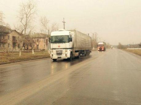 Гуманітарна колона під егідою Червоного Хреста їде в Луганськ (Фото)
