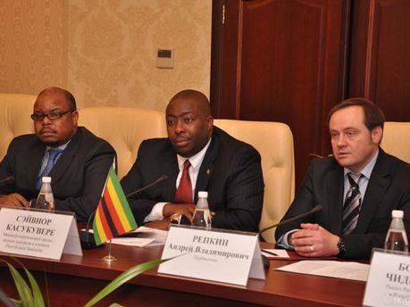 Представники Зімбабве та нелегітимної влади Криму