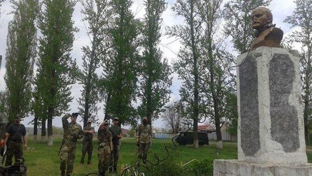 Погруддя Леніну в селі Передільське
