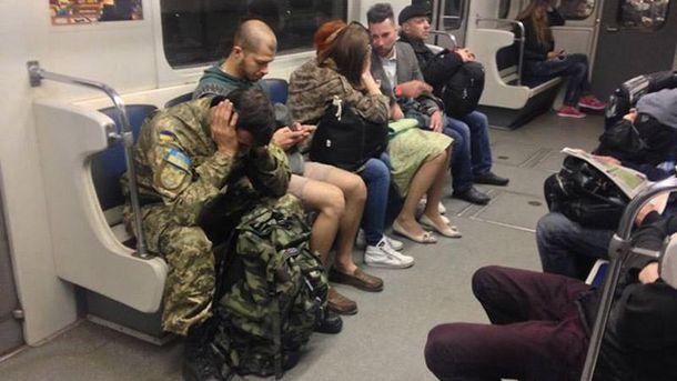 Військовий у метро