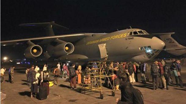 Украинцев эвакуировали из Непала