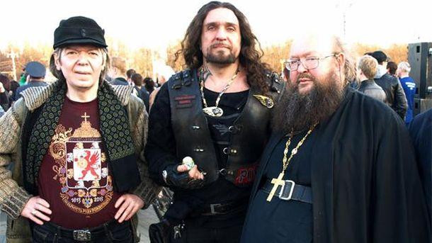 Олександр Залдостанов (посередині)