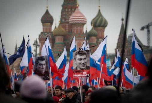 Плакати з Нємцовим