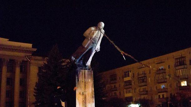 Свержение памятника