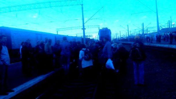 Перекрили залізницю