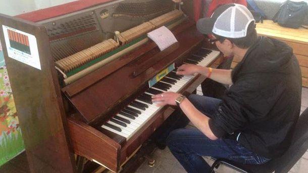 Фортепиано, которое уничтожили вандалы