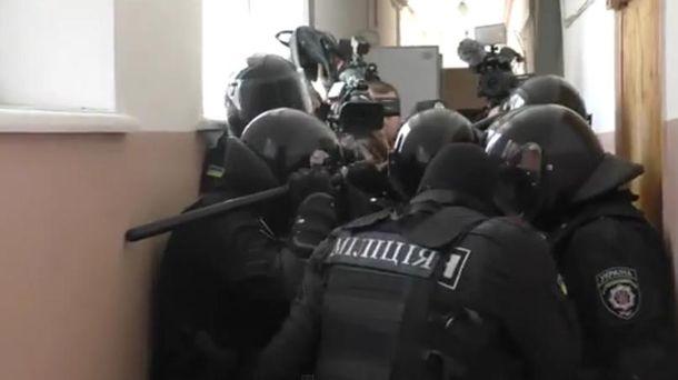 Міліція у суді