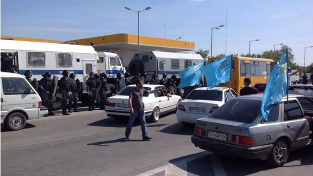 ОМОН напав на мітинг кримських татар