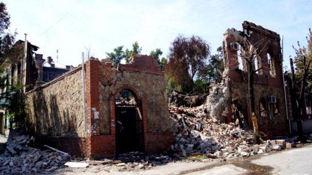 Разрушенный дом на Донбассе